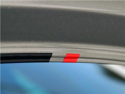 Volkswagen Polo GT 2016 спортивные «лампасы»