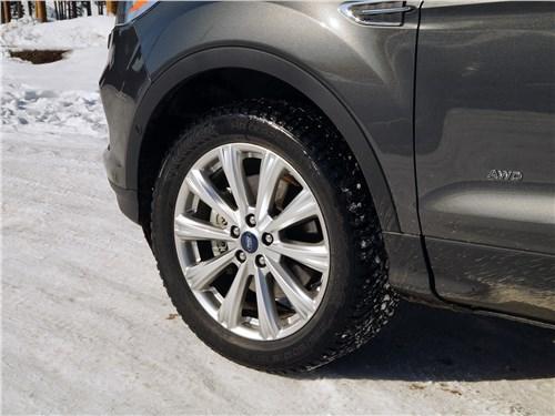 Предпросмотр ford kuga 2017 переднее колесо