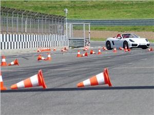 Porsche Boxster GTS Cabriolet на «змейке»
