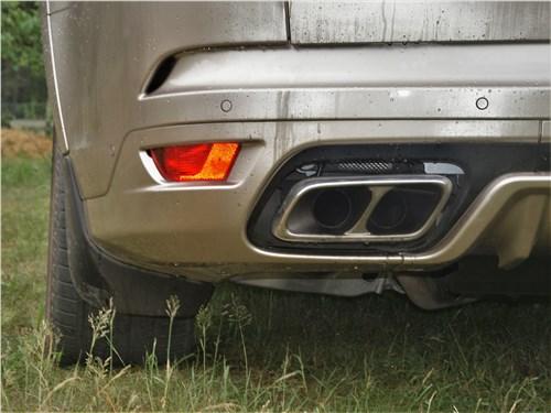 Land Rover Range Rover Sport SVR (2018) выхлопные трубы