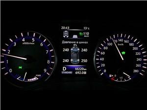 Infiniti Q50S Hybrid 2013 приборная панель