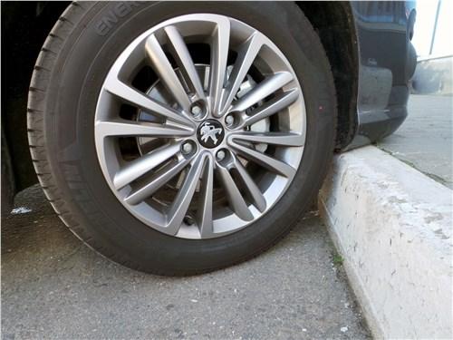 Предпросмотр peugeot 408 2017 колесо