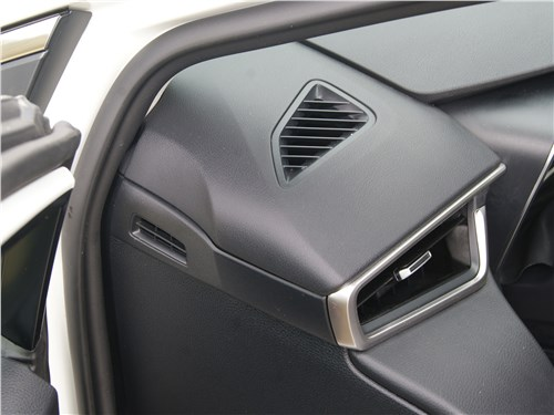 Toyota Corolla 2019 торпедо