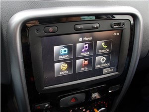 Renault Duster 2012 монтор компьютера