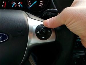 Ford Kuga 2013 кнопки увеличения громкости аудиосистемы