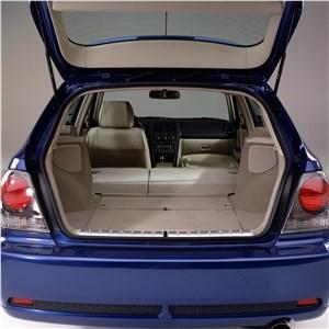 Предпросмотр lexus is300 2001 багажник универсала при сложенных задних сиденьях