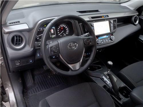 Toyota RAV4 2016 салон
