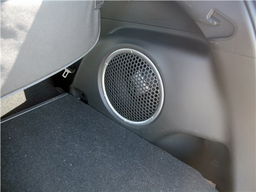 Mitsubishi Eclipse Cross 2018 динамик в багажнике
