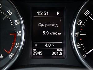 Skoda Superb Combi 2013 приборная панель показания расхода топлива