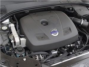 Ну и какой это двигатель – бензиновый или дизельный? Я и сам не определю: крышки у них выполнены одинаковыми