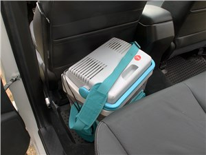 Если сумка не вошла в багажник, поставьте ее в салон – посмотрите, сколько места остается даже за высоким водителем!