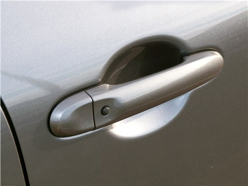 Nissan Juke 2017 ручка двери