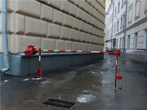 Москвичей призвали огораживать дворы