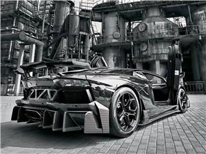 DMC / Lamborghini Aventador вид сзади