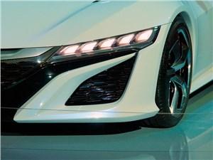 …светодиодная оптика как спереди, так и сзади (Acura NSX)