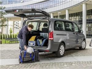 Предпросмотр mercedes-benz vito tourer 2015 вид сзади с открытым багажником