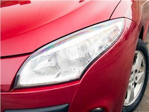 Renault Megane 2010 передняя фара