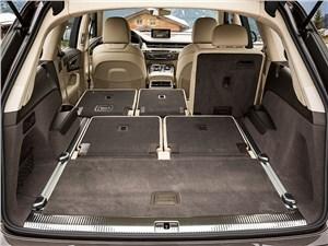 Audi Q7 2015 багажное отделение
