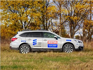 Subaru Outback 2015 вид сбоку