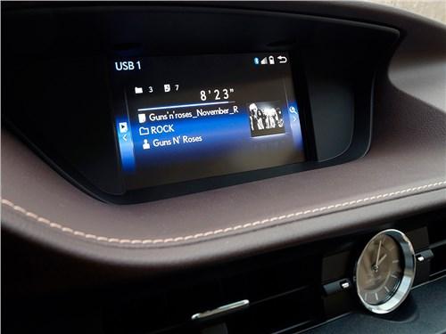 Lexus ES 200 2016 монитор