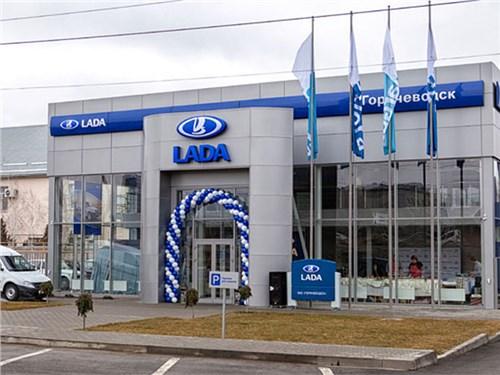 Количество дилеров легковых автомобилей в РФ сократилось впервые за всю историю авторынка