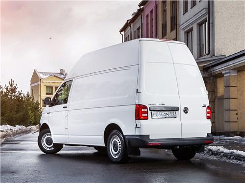 Volkswagen Transporter 2015 вид сзади