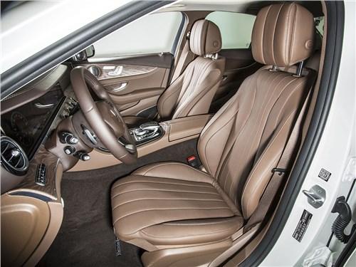 Mercedes-Benz E-Klasse 2017 передние кресла