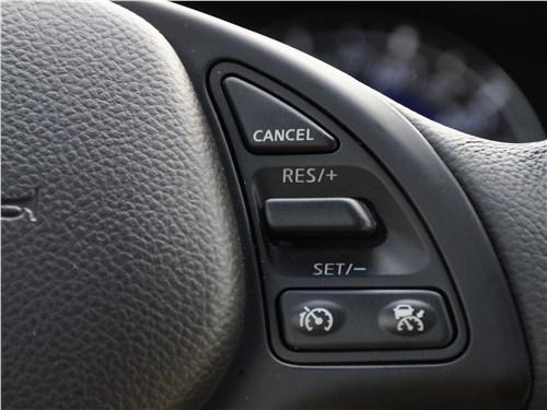 Infiniti QX50 2016 органы управления на руле