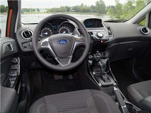 Ford Fiesta sedan 2015 салон