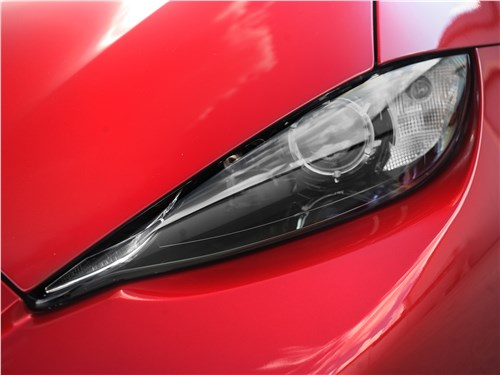 Mazda MX-5 2015 передняя фара