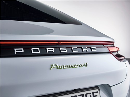 Предпросмотр porsche panamera 4 e-hybrid 2017 вид сзади