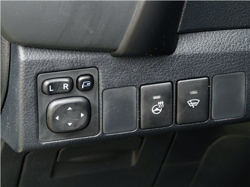 Toyota Corolla 2017 подогрев руля и зоны остановки щеток