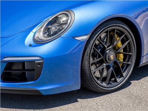 Porsche 911 GTS 2018 передняя фара