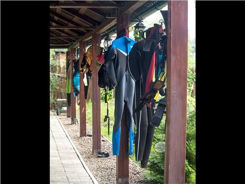 Гидрокостюм – обязательная часть экипировки серферов и кайтеров даже в самые жаркие дни