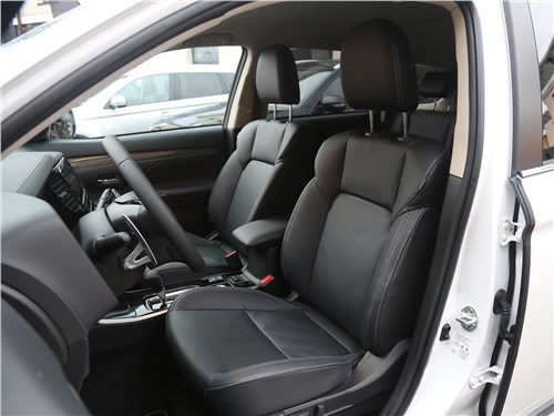 Mitsubishi Outlander 2018 передние кресла