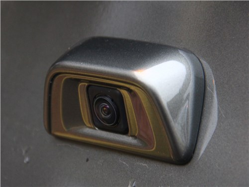 Mitsubishi L200 2017 камера заднего вида