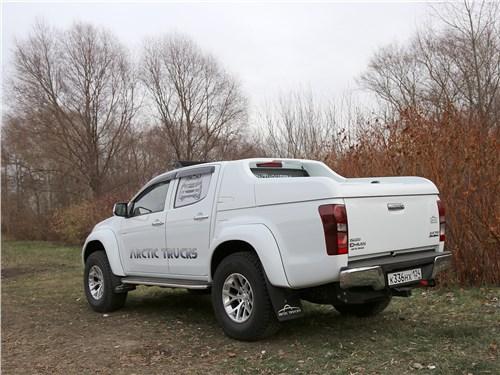 Предпросмотр isuzu d-max arctic trucks 2018 вид сзади