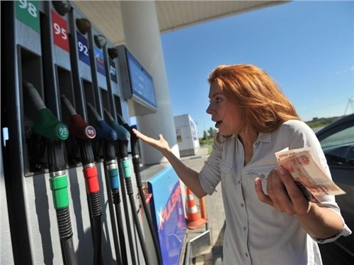 В Правительстве рассказали, насколько подорожает бензин