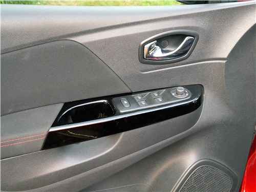 Renault Kaptur 2016 дверь