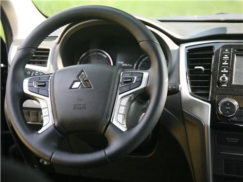 Mitsubishi L200 2020 руль