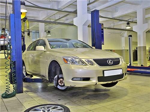 Lexus протягивает руку помощи своим клиентам