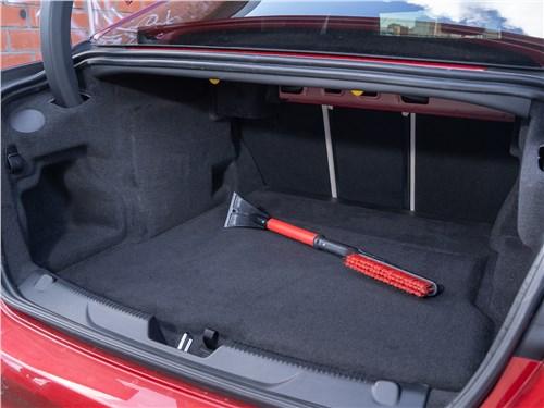 Предпросмотр jaguar xe p250 2020 багажное отделение
