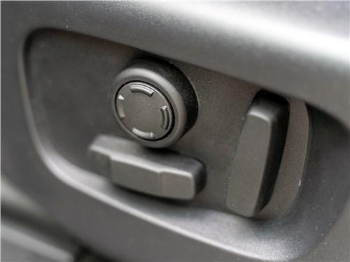 Land Rover Discovery Sport 2020 передние кресла