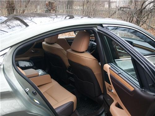 Lexus ES (2019) задний диван