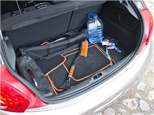 Peugeot 208 2013 багажное отделение
