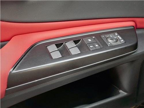 Lexus ES (2019) дверь
