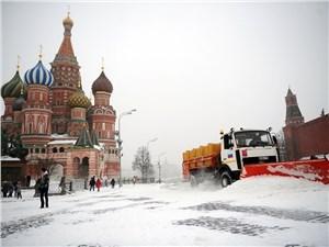 Медведев поручил провести инструктаж с водителями во время снегопада