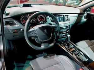 …богатые и качественные интерьеры практически всех моделей от мала до велика (это салон обновленного Peugeot 508),…