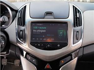 Chevrolet Cruze SW 2013 центральная консоль