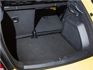 Volkswagen Beetle 2015 багажное отделение